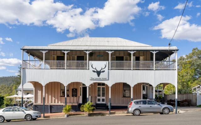 Linville Pub 7